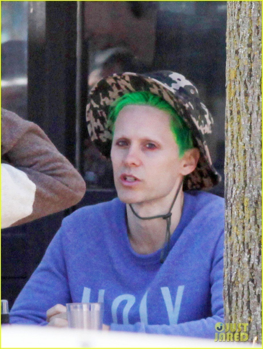 jared-leto-spotted-with-green-suicide-squad-hair-in-toronto-02
