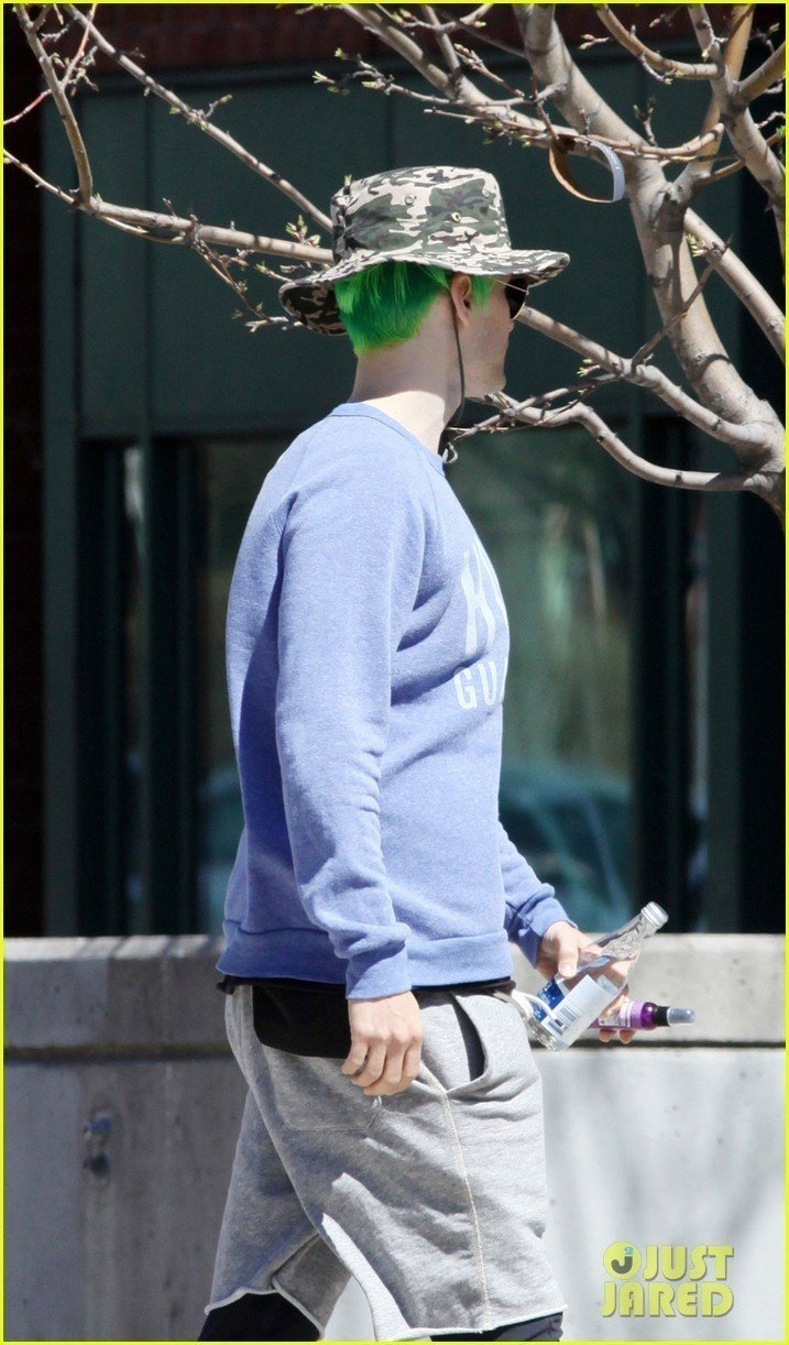 jared-leto-spotted-with-green-suicide-squad-hair-in-toronto-04