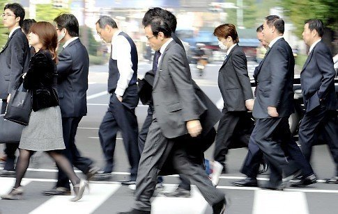 Japanese businessmen walk with their head down in Tokyo on November 17, 2008. Japan's economy slipped into recession in the third quarter as companies slashed investment to weather the financial crisis. Japan's economy contracted by 0.1 percent in the three months to September, after shrinking 0.9 percent in the second quarter of the year, according to a preliminary estimate released by the Cabinet Office.    AFP PHOTO / Yoshikazu TSUNO (Photo credit should read YOSHIKAZU TSUNO/AFP/Getty Images)   Original Filename: 83714873.jpg
