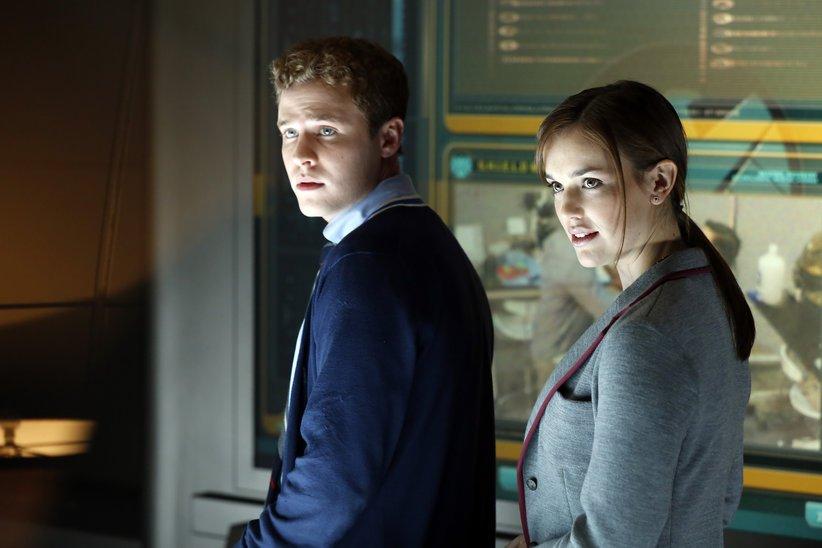 Leo Fitz e Jemma Simmons in una scena della prima stagione di Agents of SHIELD.